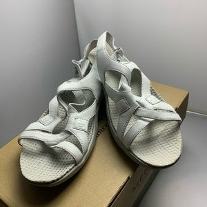 Women's Merrell Sandals White EUC